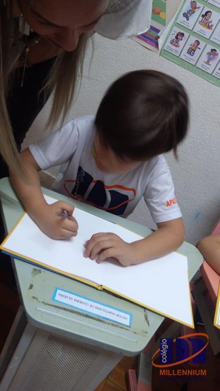 2-noite-magica-de-autografos-no-colegio-millennium-150