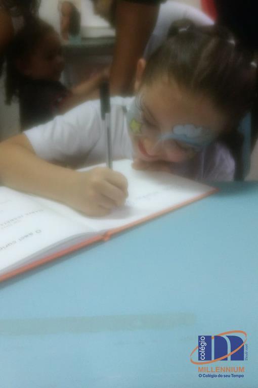 2-noite-magica-de-autografos-no-colegio-millennium-171