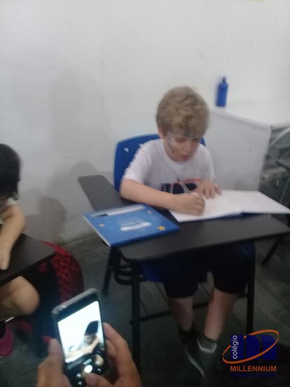 2-noite-magica-de-autografos-no-colegio-millennium-433