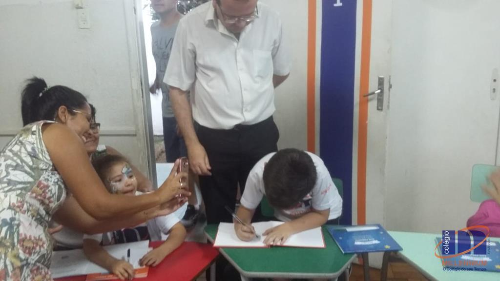 2-noite-magica-de-autografos-no-colegio-millennium-172