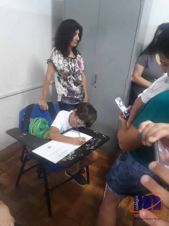2-noite-magica-de-autografos-no-colegio-millennium-240