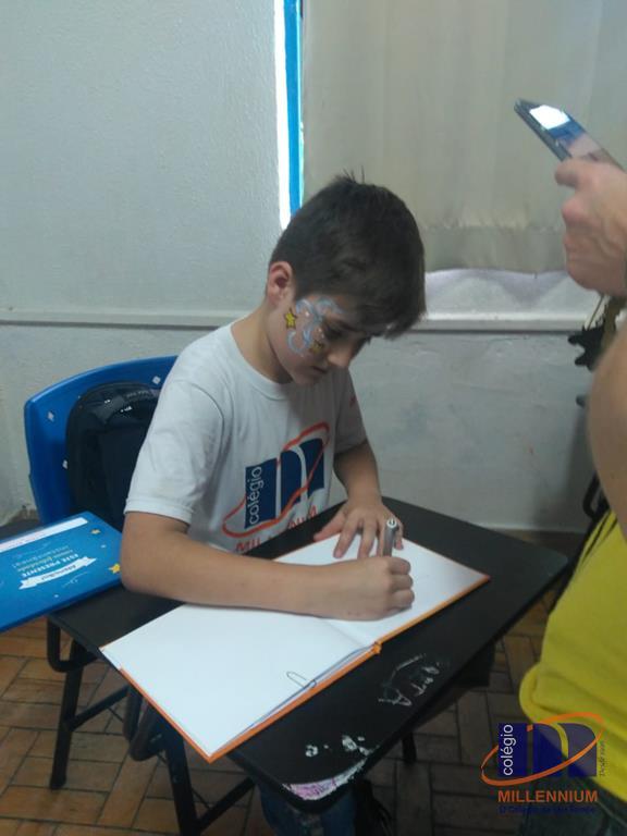 2-noite-magica-de-autografos-no-colegio-millennium-259