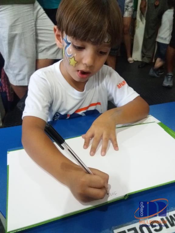 2-noite-magica-de-autografos-no-colegio-millennium-27