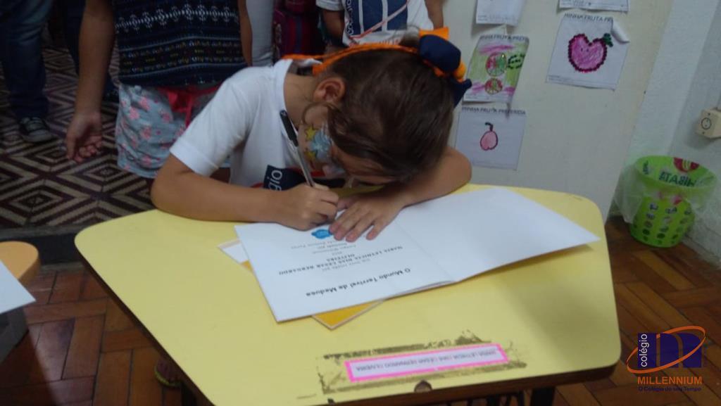 2-noite-magica-de-autografos-no-colegio-millennium-333