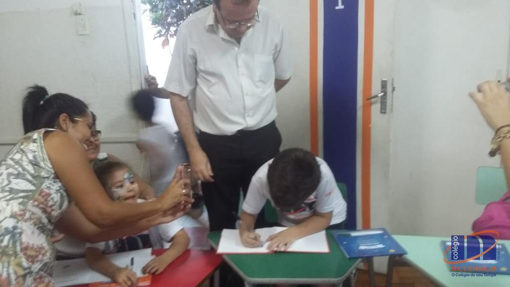2-noite-magica-de-autografos-no-colegio-millennium-340