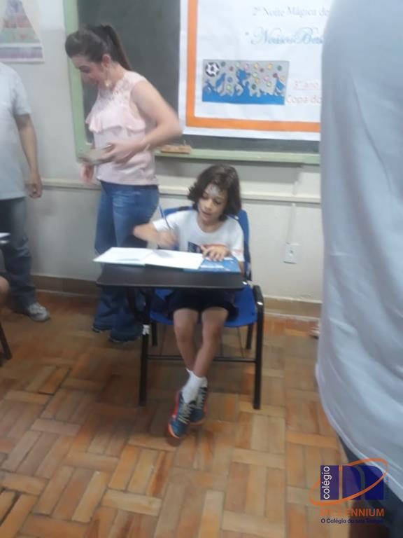 2-noite-magica-de-autografos-no-colegio-millennium-342