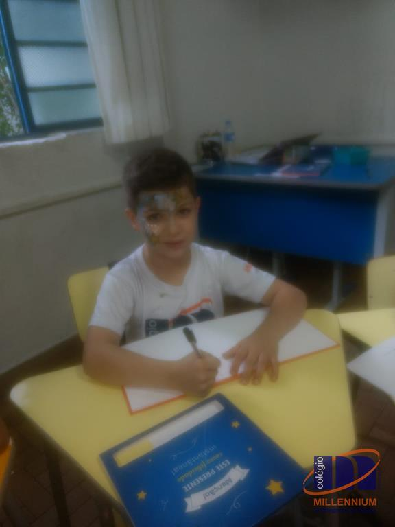 2-noite-magica-de-autografos-no-colegio-millennium-377