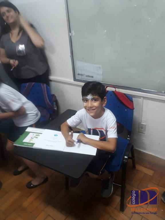 2-noite-magica-de-autografos-no-colegio-millennium-98